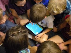 élèves sur tablette